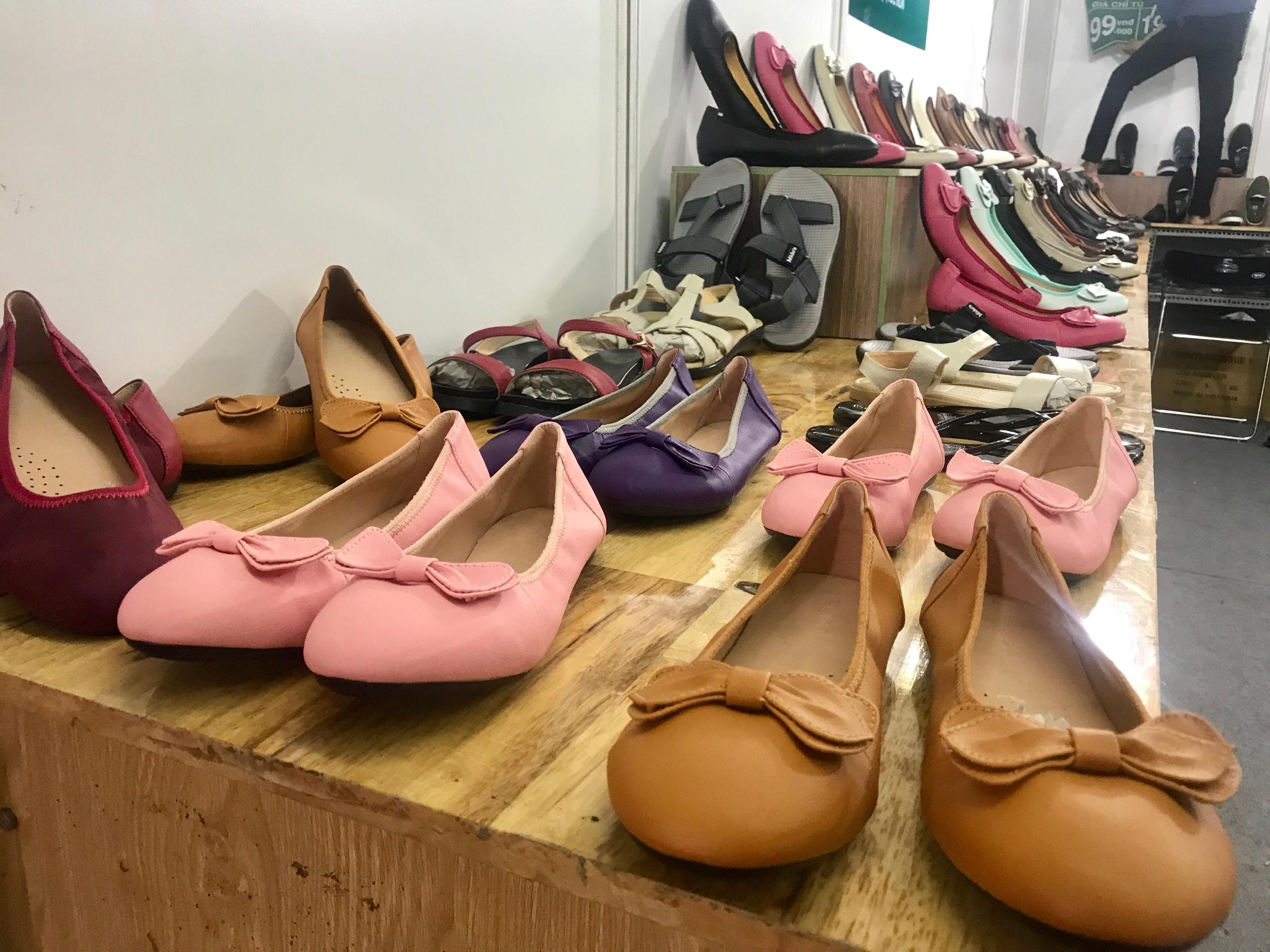 Xuất khẩu dệt may, da giày, gỗ kì vọng tái khởi động trong 6 tháng cuối năm - Ảnh 1.
